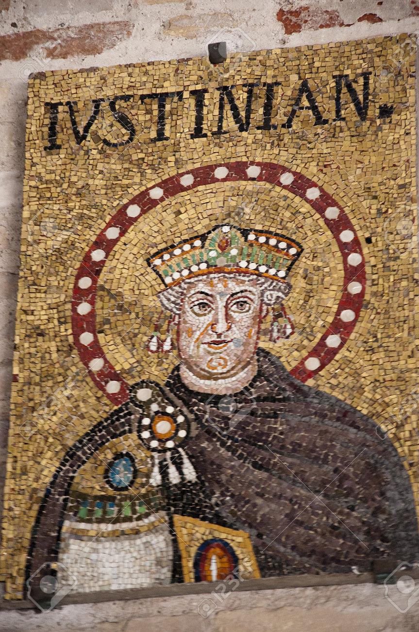 イタリア ラヴェンナの皇帝ユス...