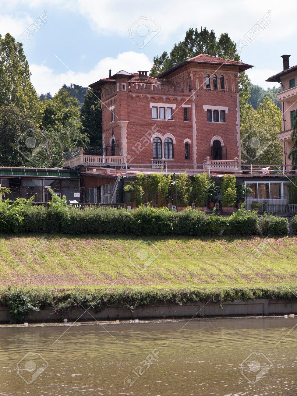 Schöne villen am ufer des flusses po in turin italien lizenzfreie bilder 33139365