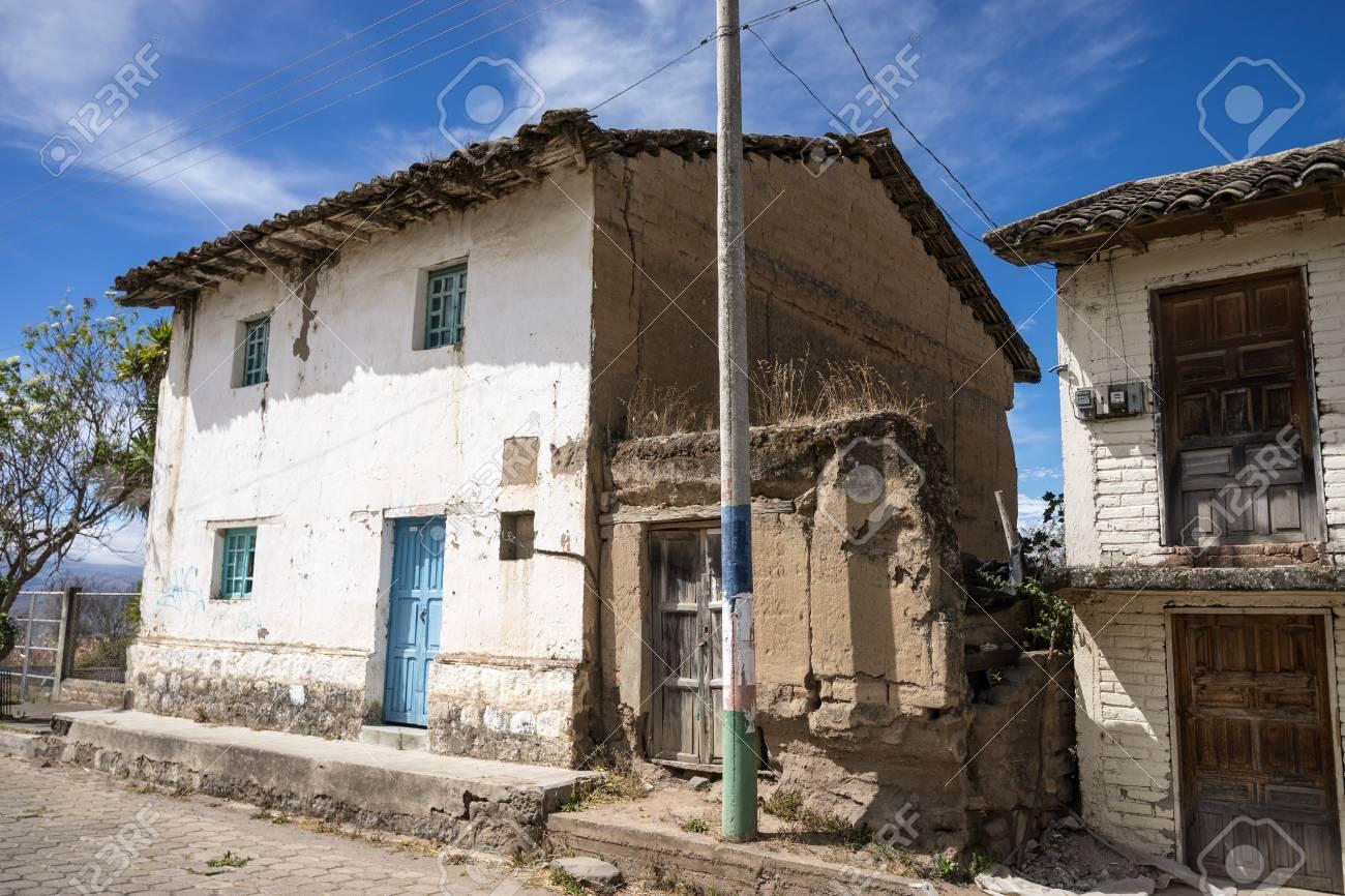 Gros Plan Des Details De La Maison Coloniale Rustique En Equateur Rural Banque D Images Et Photos Libres De Droits Image 71657045