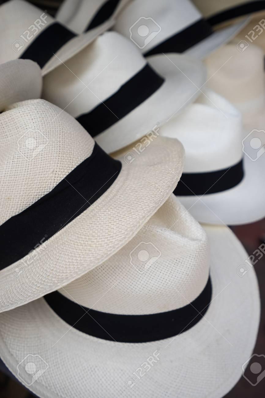 Foto de archivo - Sombreros clásicos de Panamá en Ecuador 863849605a9