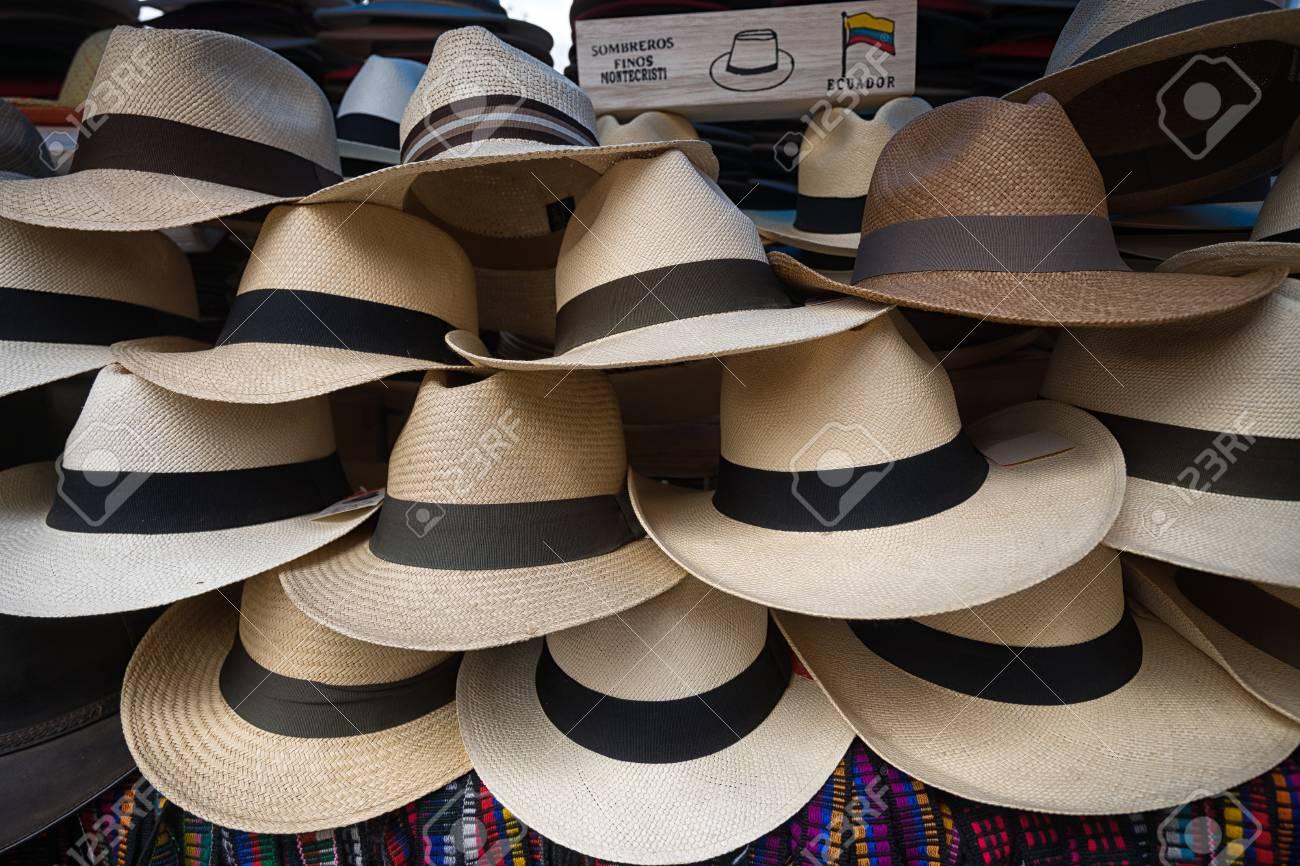Foto de archivo - Sombreros de Panamá en Ecuador 936ad9ef190