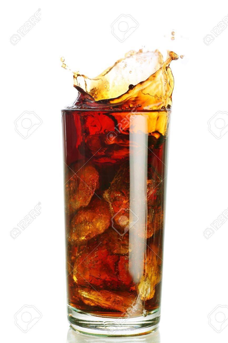 Eis Gefüllt Kohlensäurehaltige Erfrischungsgetränke Mit Einem Splash ...