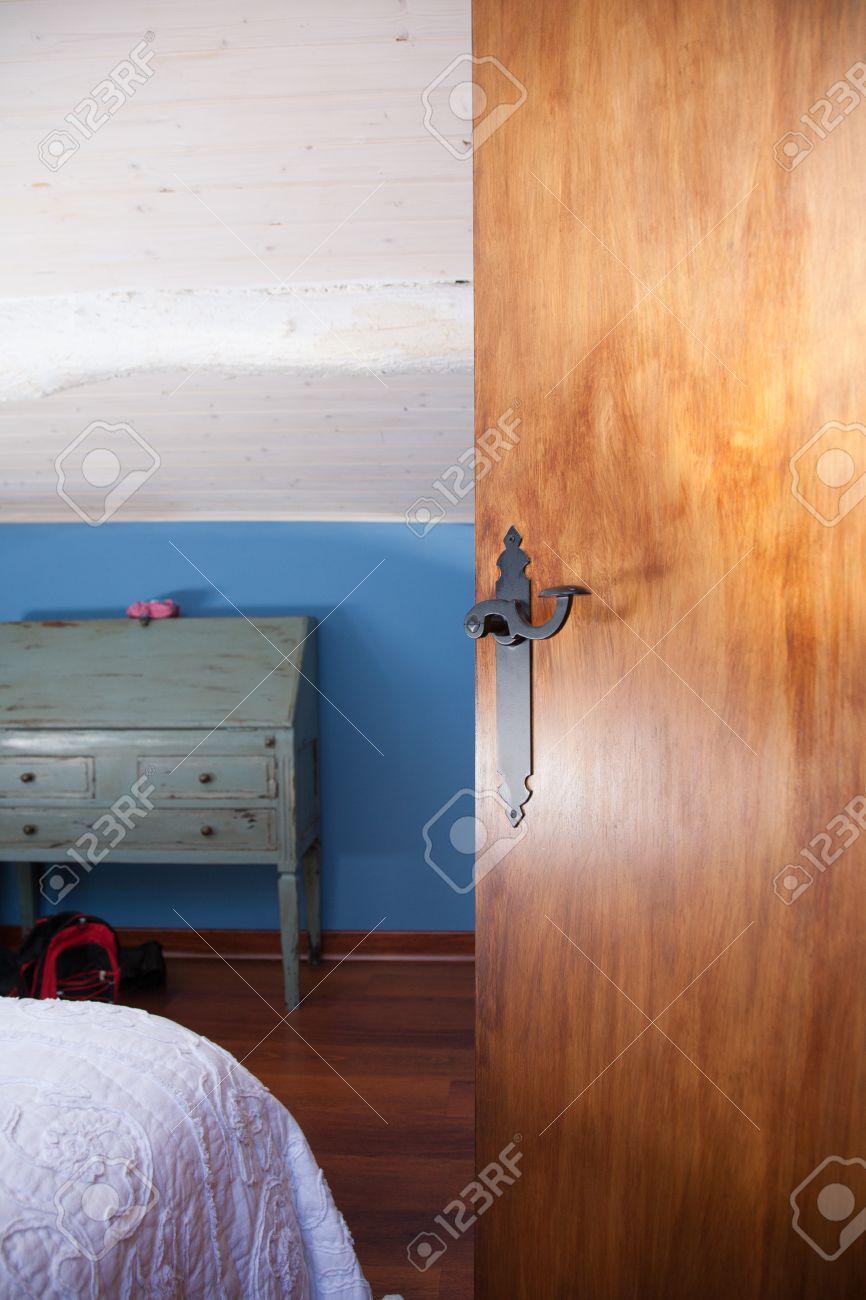 Innen Haus Eines Mansarde Mit Blauen Wand Und Weissen Decke Offene