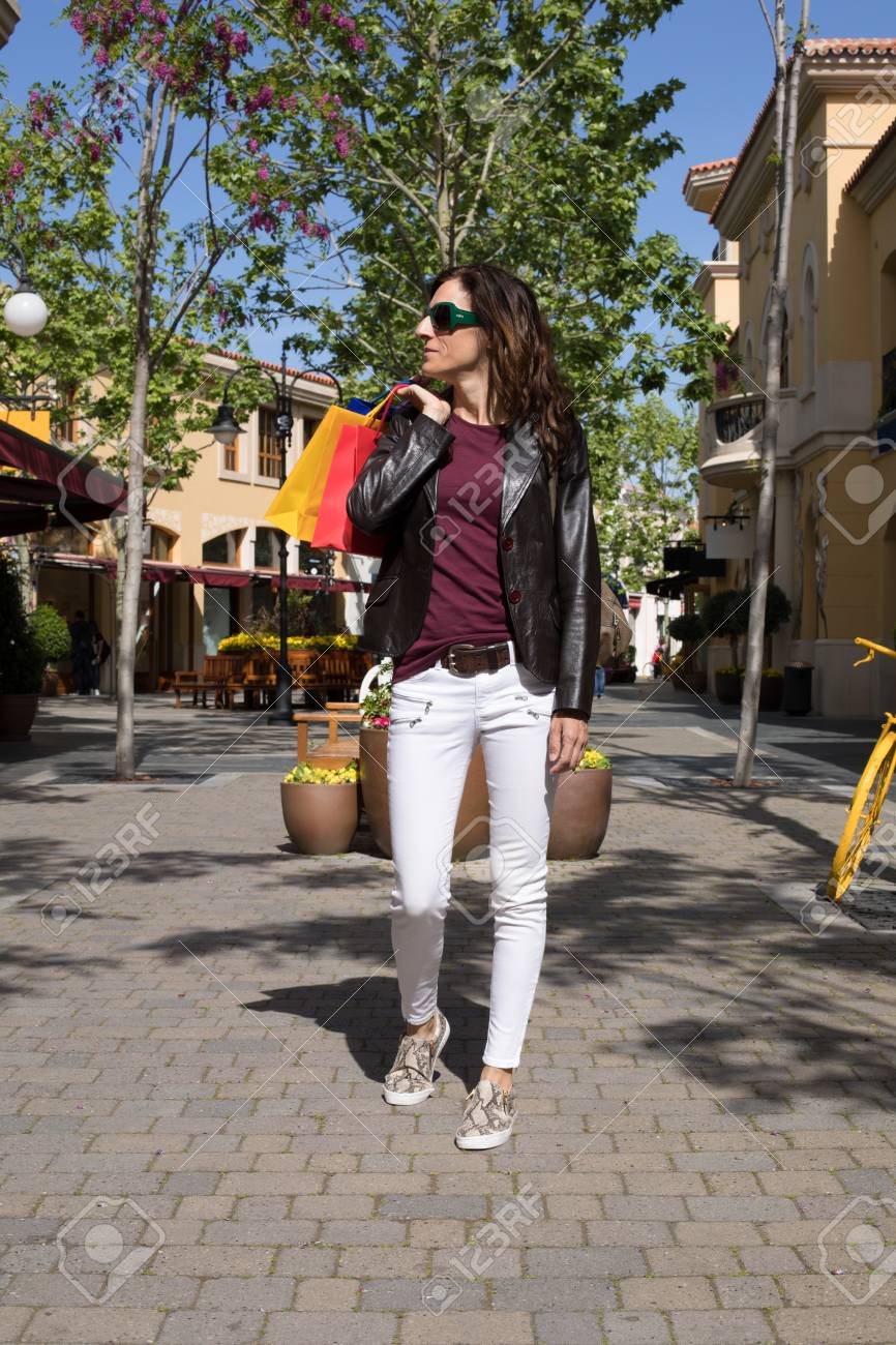 a06f760b164 Adult Brown Hair Woman With White Jeans