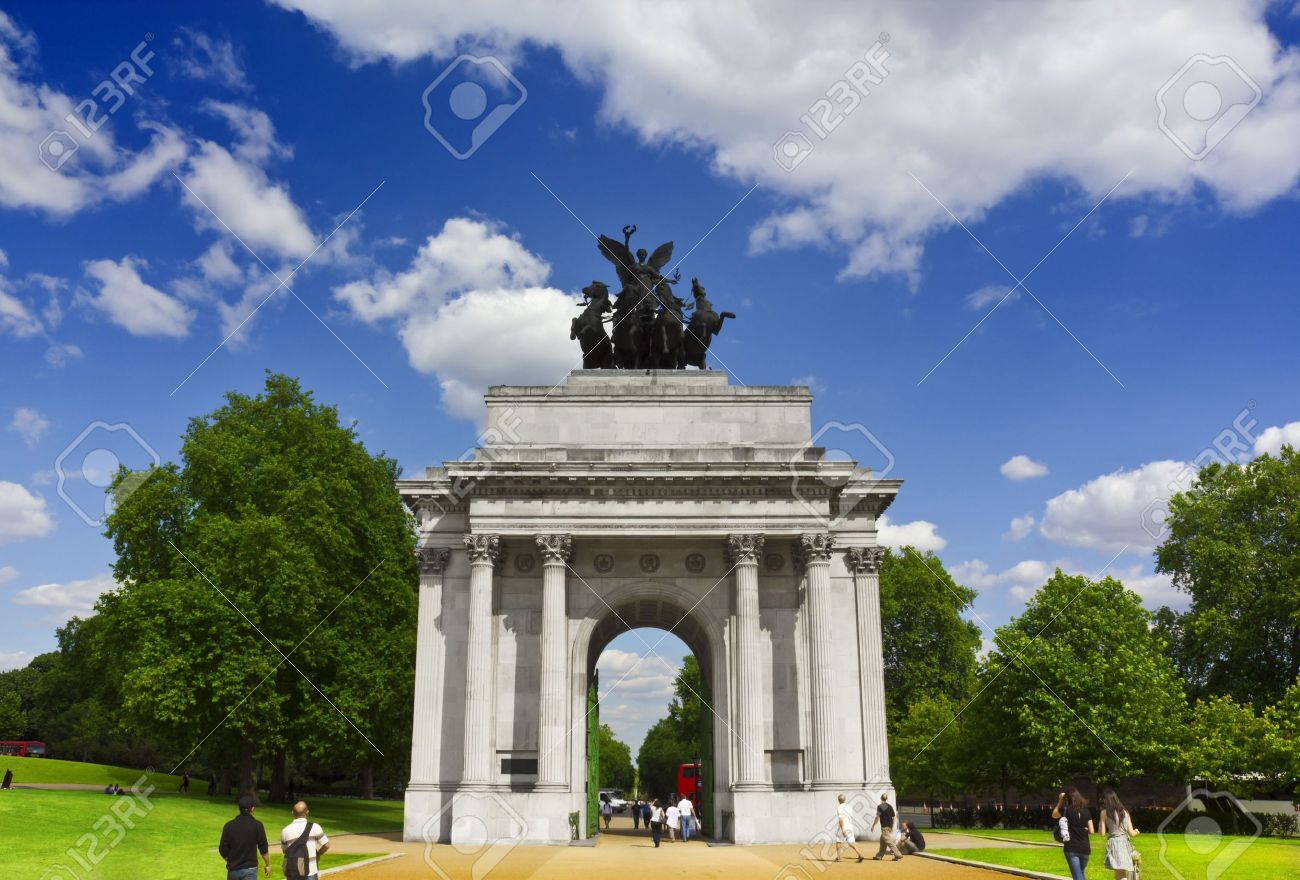 fdfb5caddb1 Stock Photo - The Wellington Arch at Hyde Park Corner