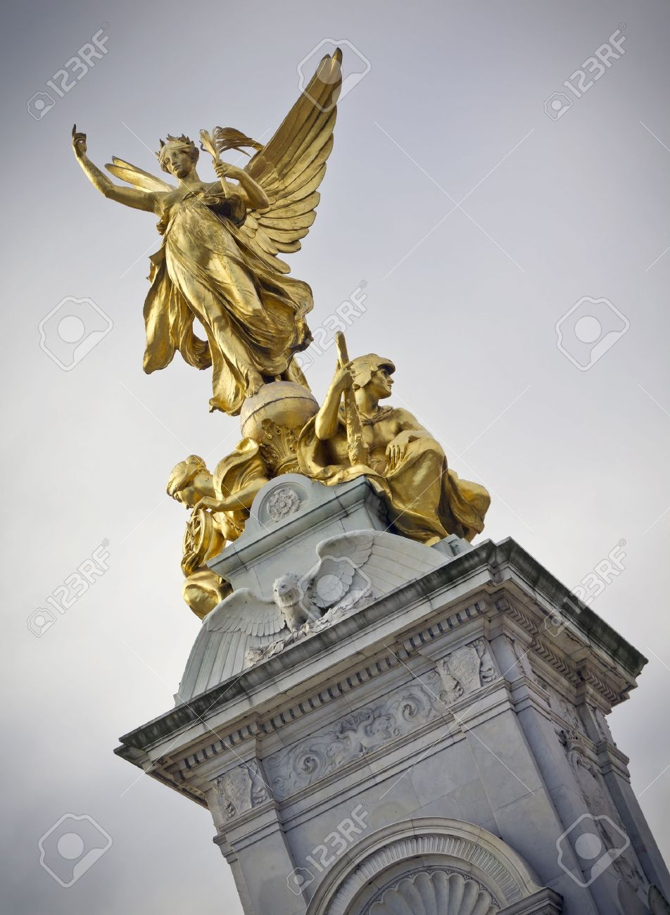 Nike Goddess of Victory Statue on the Victoria Monument Memorial outside  Buckingham Palace, London Stock