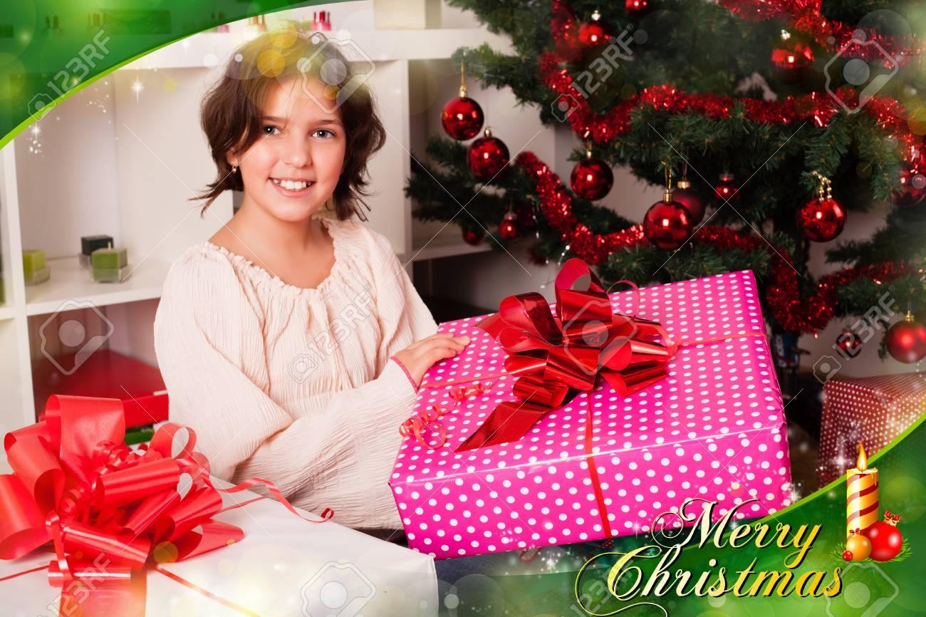Buon Natale Bambini.Immagini Stock I Bambini Con I Loro Regali Di Natale Buon Natale A
