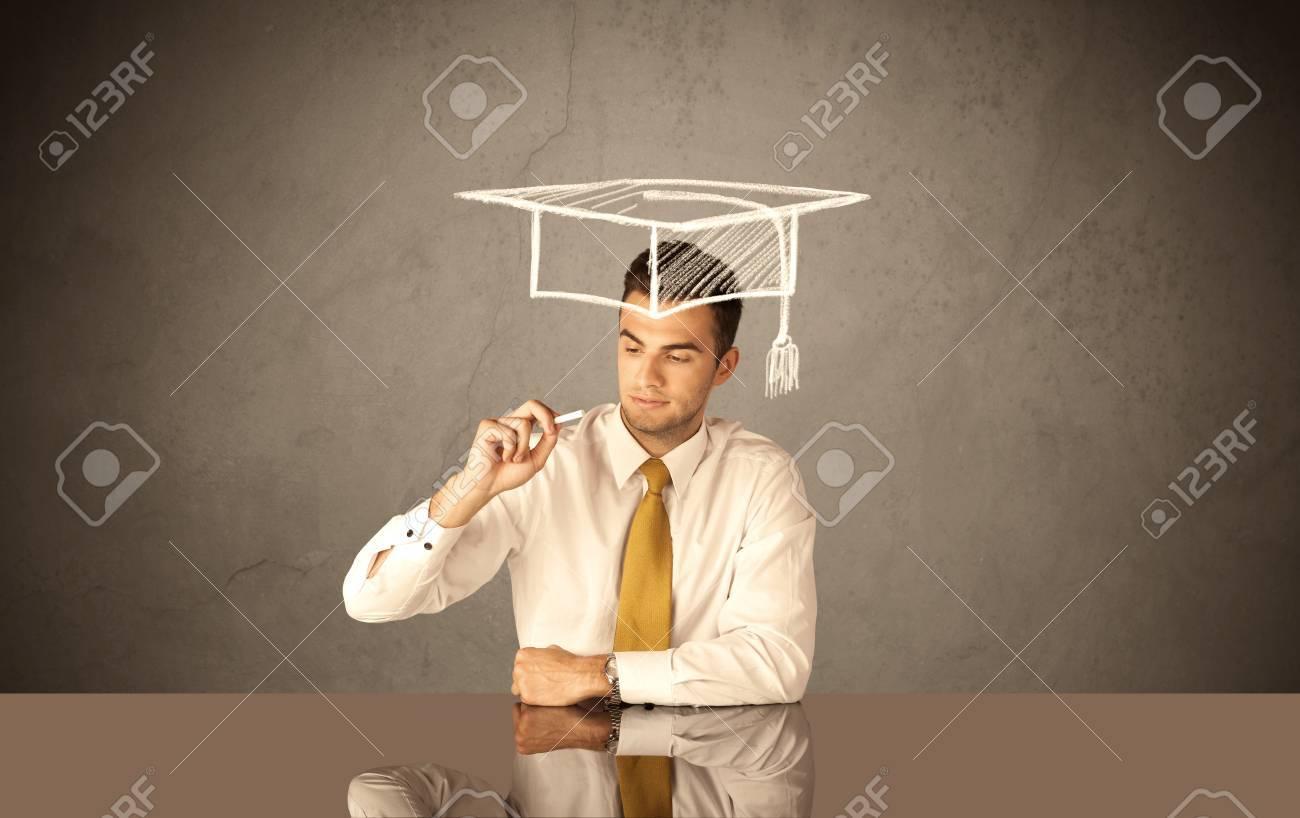 Un Elegant Le Succes Etudiant Universitaire Se Dessiner Un Carre