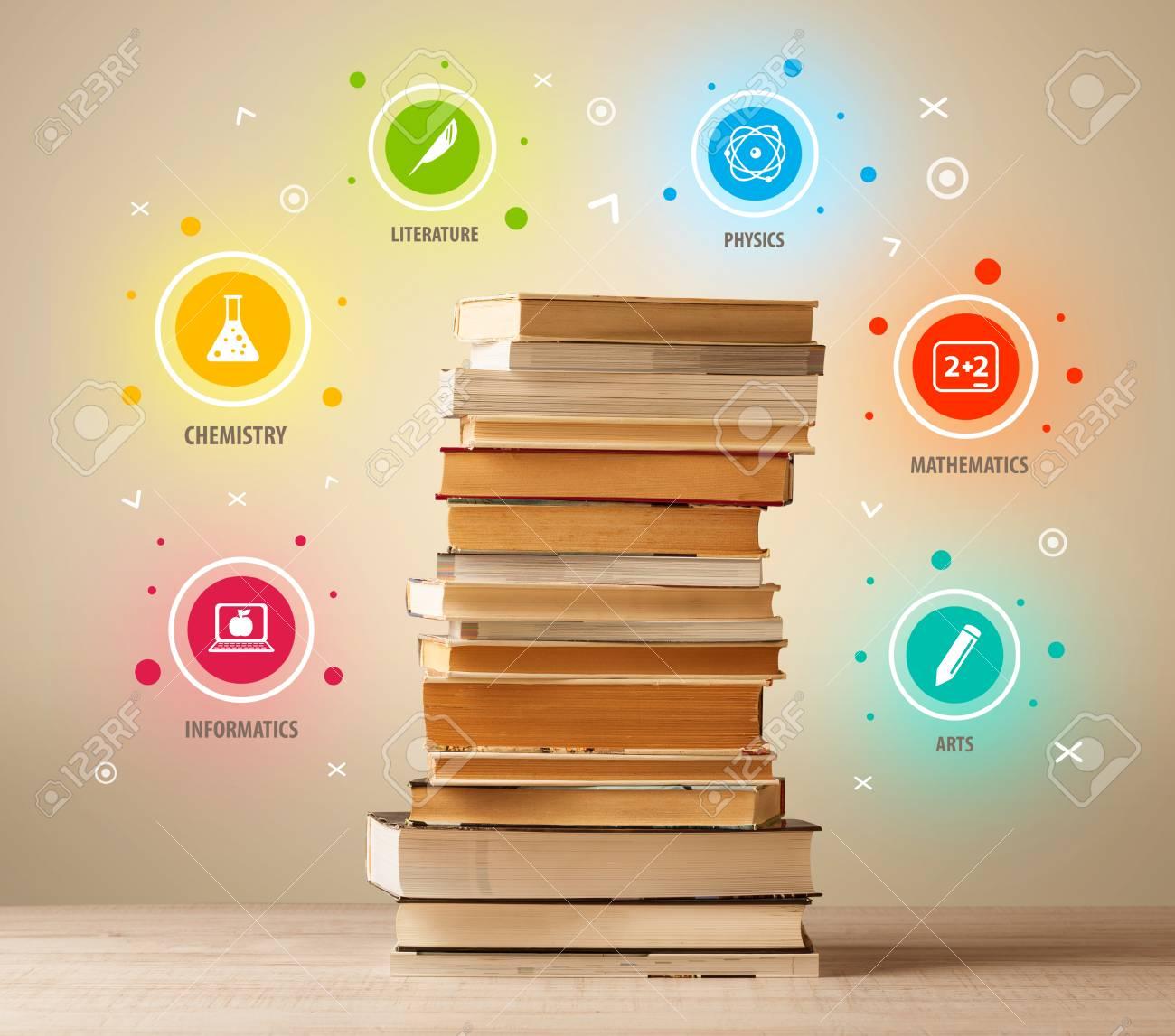 Libros En La Parte Superior Con Símbolos De Colores Sobre Fondo De ...