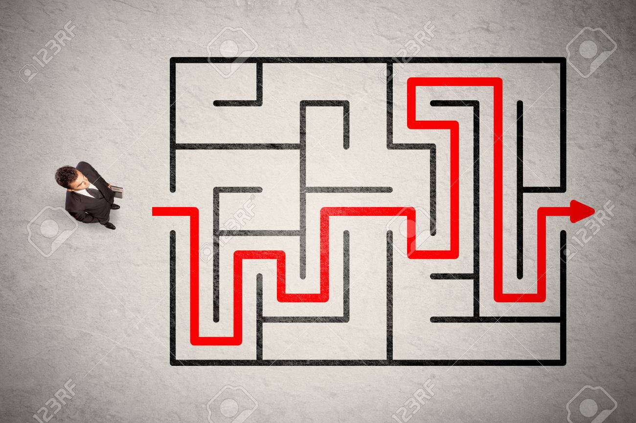 Lost businessman found the way in maze with red arrow on grungy background Stock Photo - 52687116