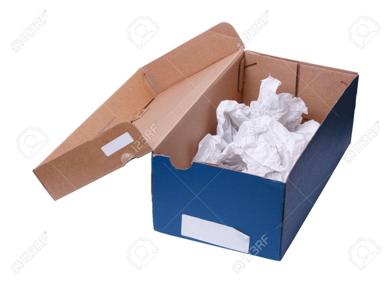 boîte à chaussures vide faite de papier brouillon et de la carte