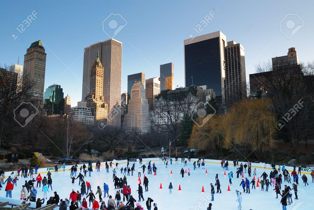 NEW YORK CITY - JAN 1: Eislaufen Menschen Mit Weißes Weihnachten In ...