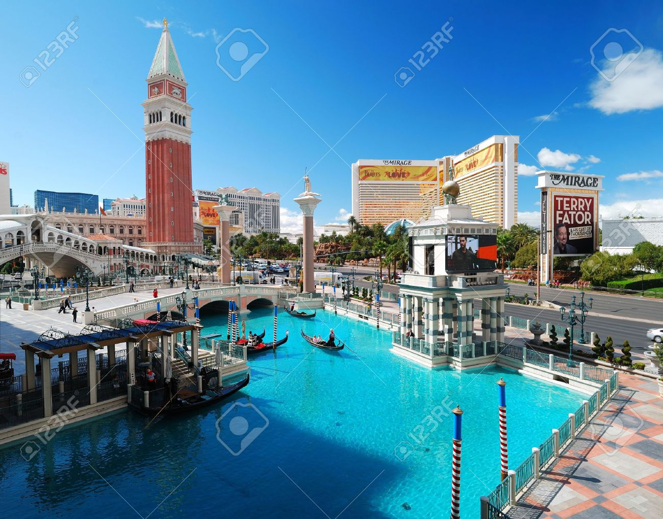 LAS VEGAS - MAR 4: Venetian Hotel Casino on March 4, 2010 in Las Vegas, Nevada. Venetian is famous with Venice replica scene and European style architecture and is filmed in several US movies. Stock Photo - 9158197