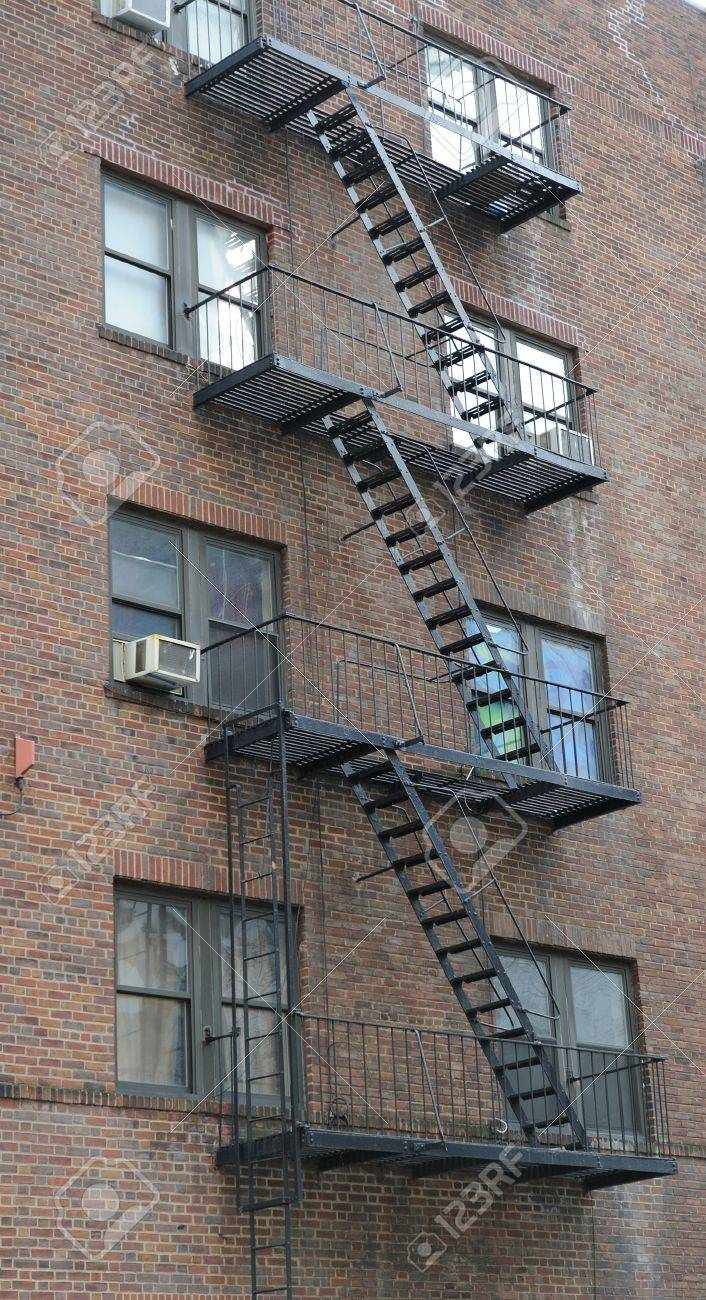 Attirant Stairway Outside Of Old Building In New York City Manhattan Apartment.  Stock Photo   9478355
