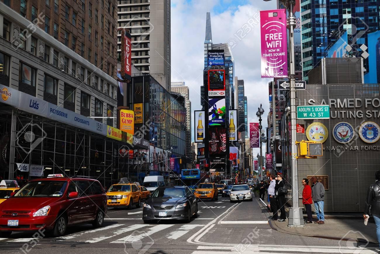 ニューヨークシティ - 9 月 5: タイムズ スクエア、ブロードウェイの ...
