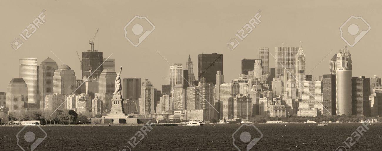 New York City Skyline Von Lower Manhattan Schwarz Und Weiß Mit Der ...