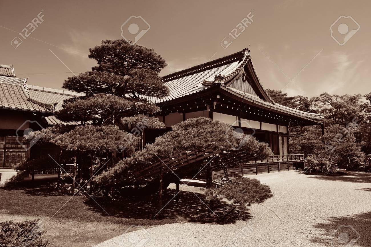 京都市の歴史的建物の神社します。 写真素材 , 71963344