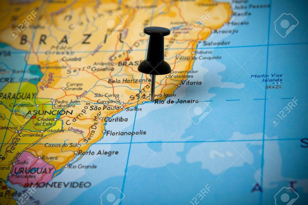 Small Pin Hinweis Auf Rio De Janeiro Brasilien In Einer Karte Von Sudamerika Lizenzfreie Fotos Bilder Und Stock Fotografie Image 3672752