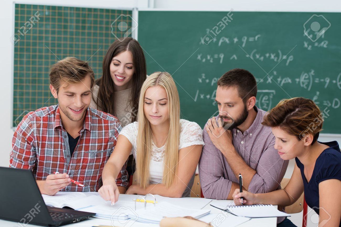 studenti di college in cerca di uomini
