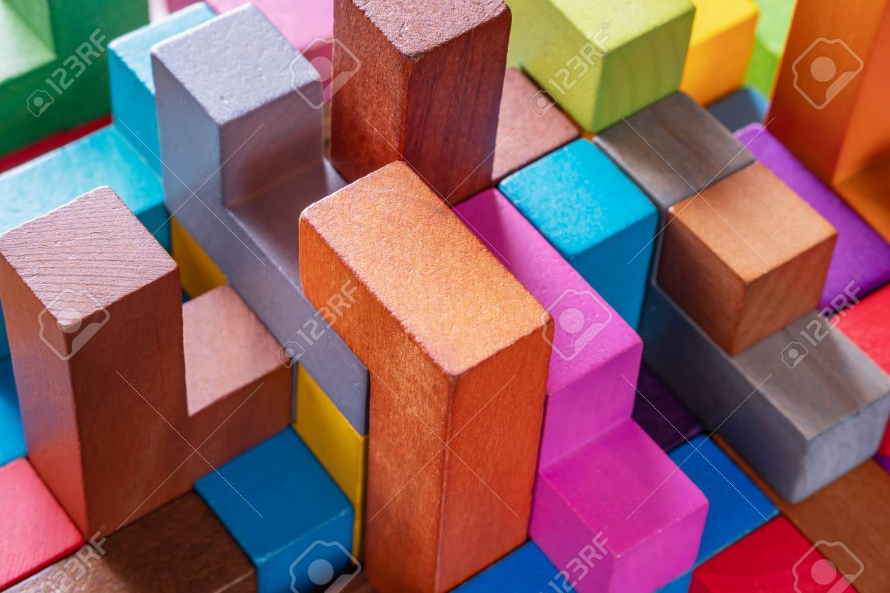 Geometric shapes on a wooden background, close-up. The concept of logical thinking - 115315646