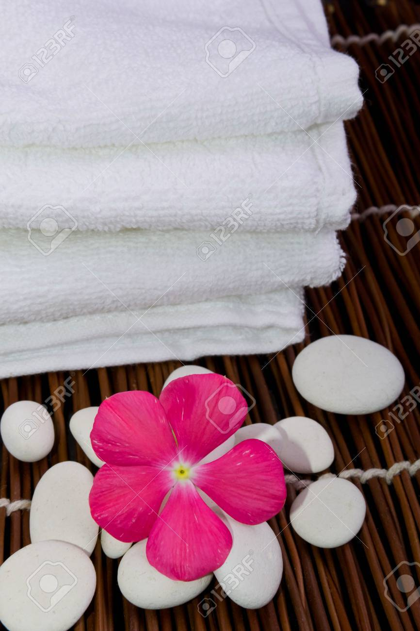 White towel and flower Stock Photo - 20747295