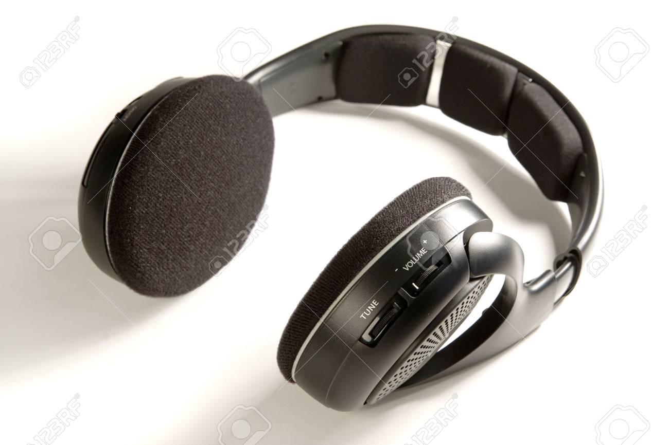 Immagini Stock - Cuffie Wireless Nero Su Bianco Terra Image 6292640. 19474aa53e22