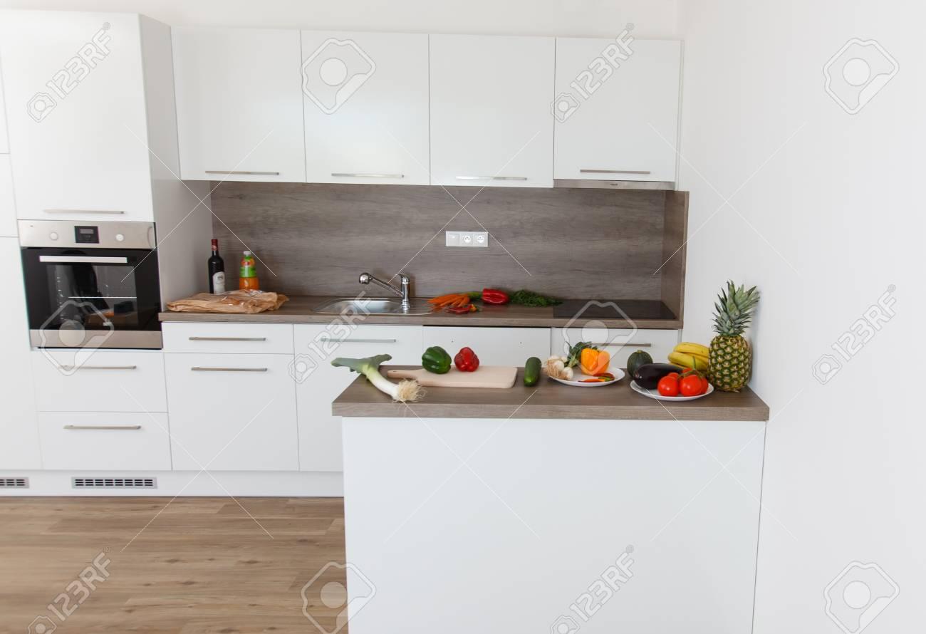 Cocina Moderna Con Electrodomésticos Cocina Blanca Con Elementos De