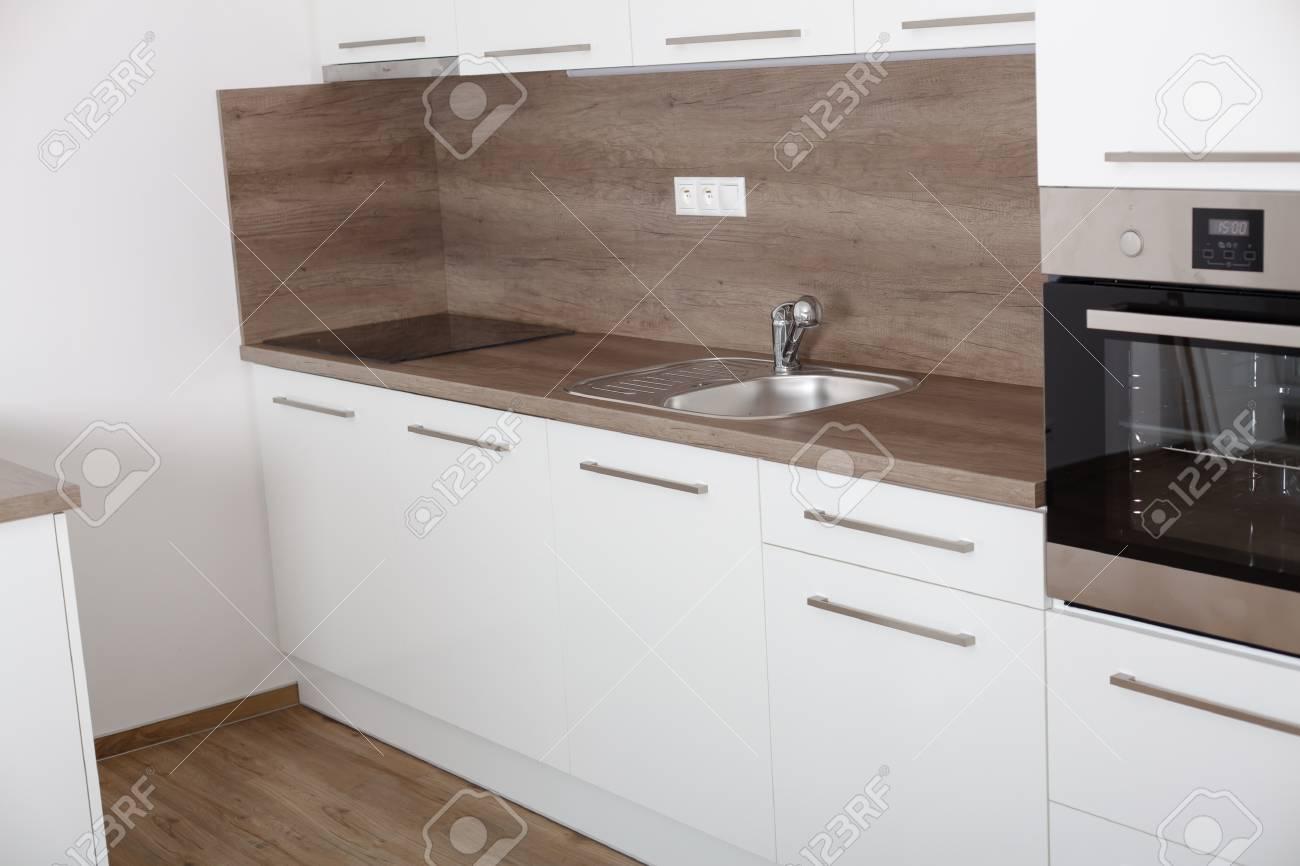 Primo Piano Di Una Cucina Elegante. Cucina In Un Interno Moderno Con ...