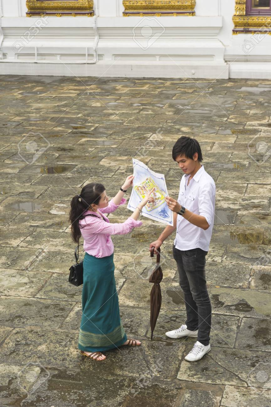 Couple Reading A Map Wat Phra Kaew Grand Palace Bangkok Thailand