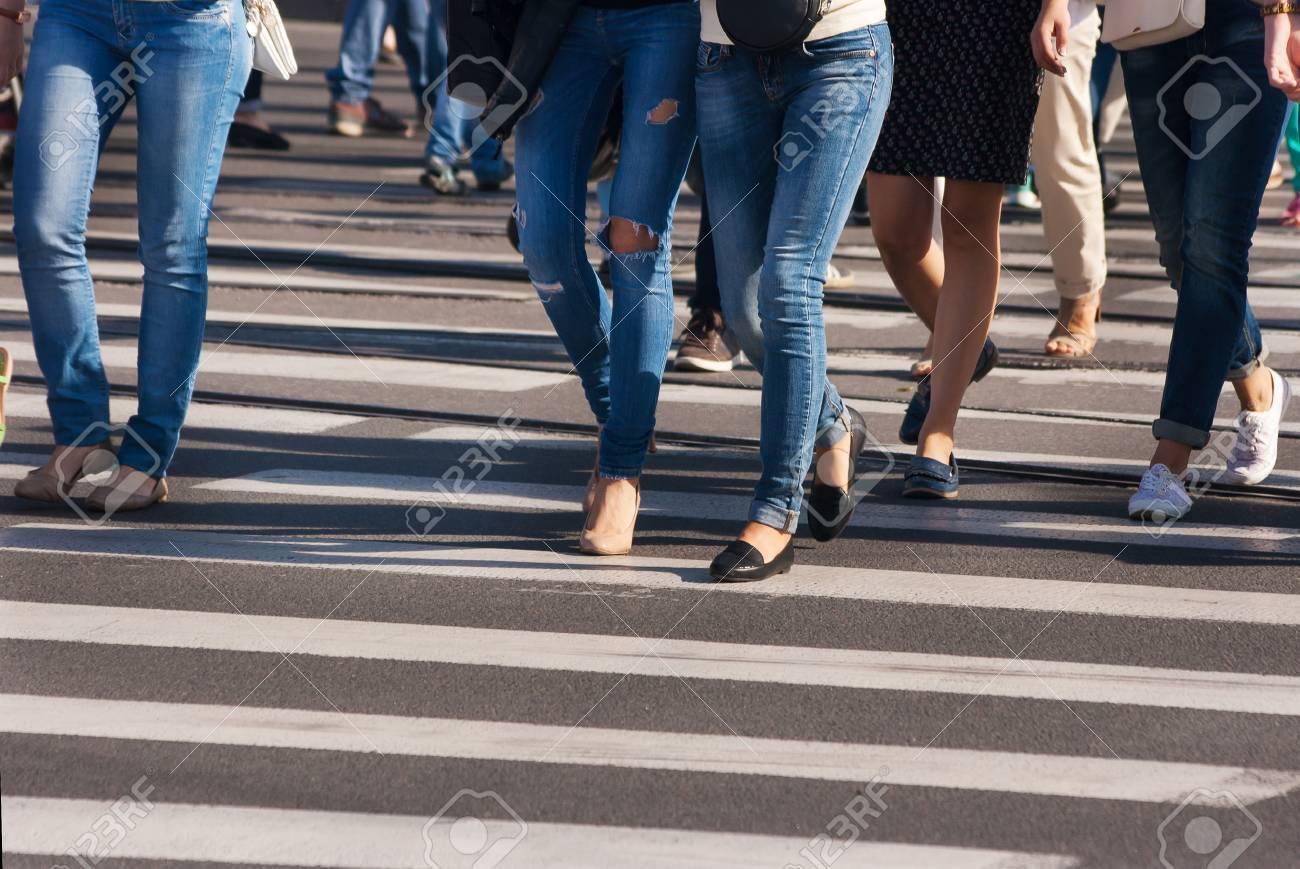 を 歩く 者 は どちら 歩行