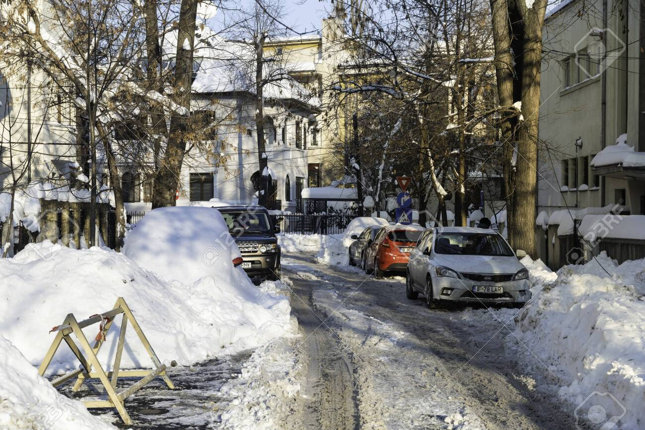 BUCHAREST, ROMANIA - JANUARY 12, 2017: Beautiful Sunny Day In Bucharest After A Heavy Winter Snow - 120225788