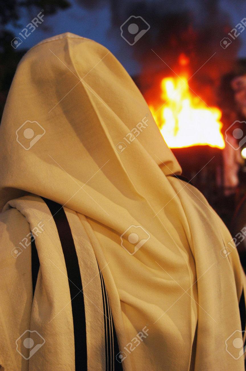 Joodse Verjaardag.Ultra Orthodox Joodse Mannen Vieren Lag Bomer In Meron Dorp In Het Noorden Van Israel Lag B Omer Is De Verjaardag Van De Kabbalist Rebbe Shimon Bar