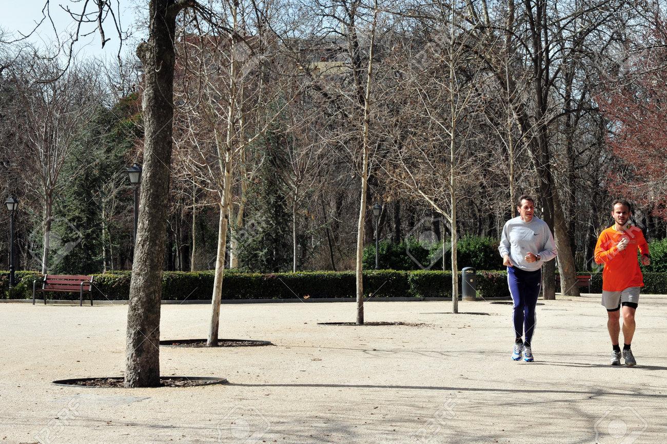The runner parque del retiro