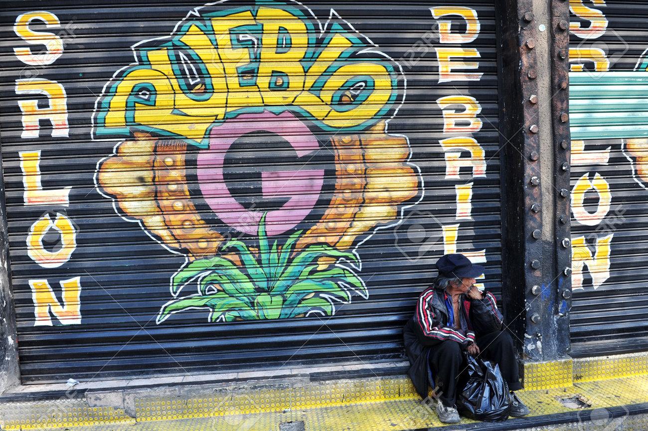 MEXICO - 10 FÉVRIER: Mexicain sans domicile fixe le 10 février à Mexico  (Mexique). 10% de la population mexicaine, soit plus de 10 millions, vivent  en