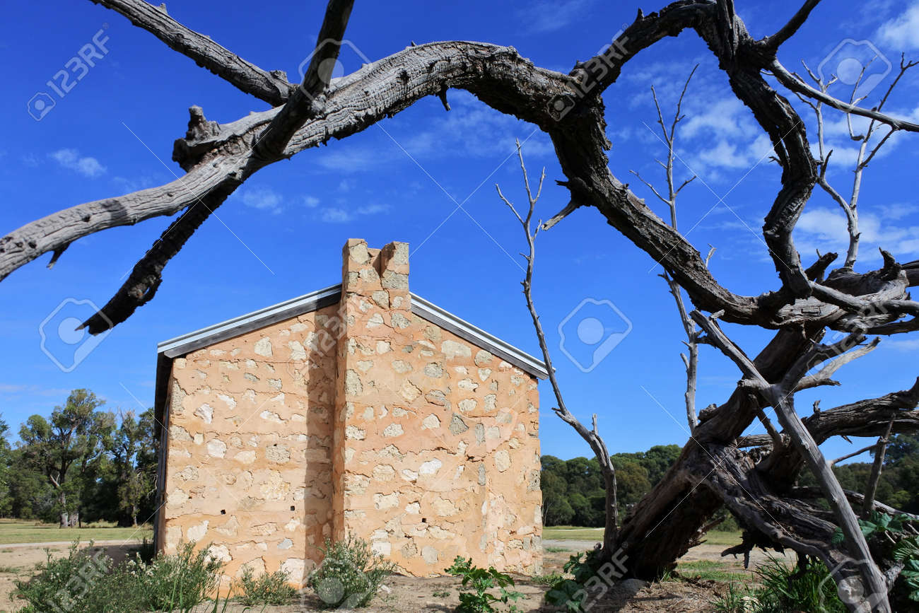 An old deserted farm house in Western Australia outback. - 168379629