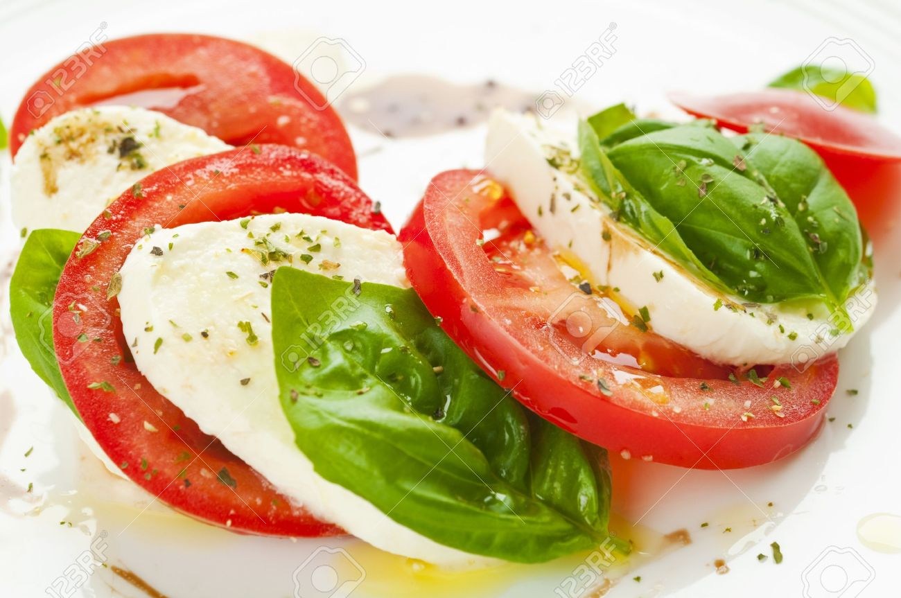 http://previews.123rf.com/images/rafalstachura/rafalstachura1211/rafalstachura121100040/16489506-Caprese-salad-with-mozzarella-tomato-basil-and-balsamic-vinegar-arranged-on-white-plate-Stock-Photo.jpg