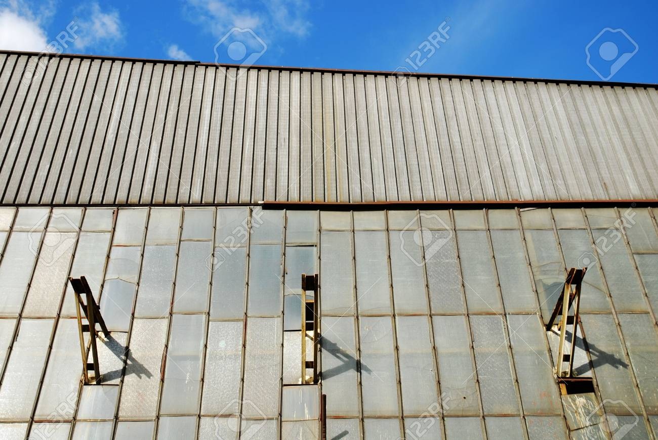 old broken windows in an abandoned building Stock Photo - 6546631