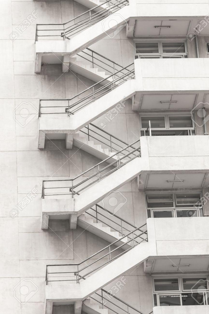 Escalier Beton Exterieur Prix béton escalier de secours extérieur immeuble en cas d'urgence