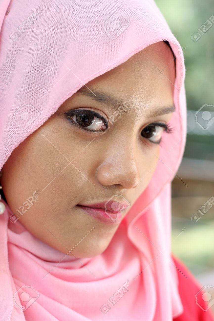 Close Up Potraits Of Beautiful Muslim Girl Stock Photo 10555417