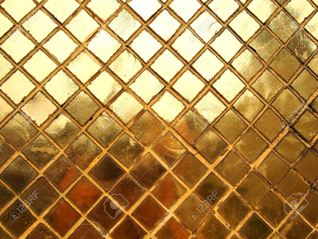 Gouden Mozaiek Tegels : Gouden mozaïek tegel textuur royalty vrije foto plaatjes beelden