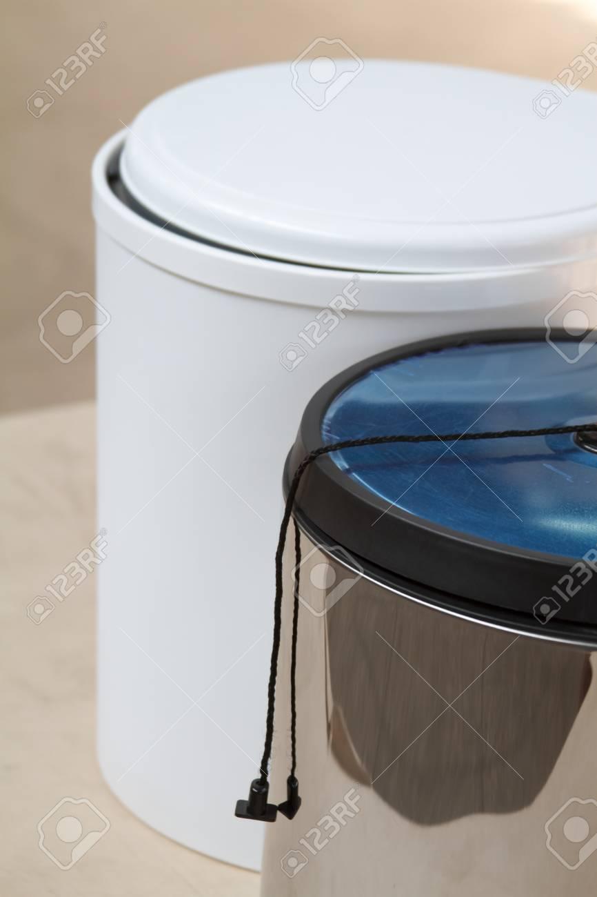 Der Abfalleimer. Mülleimer Für Die Küche Oder Das Büro. Möbelzubehör ...
