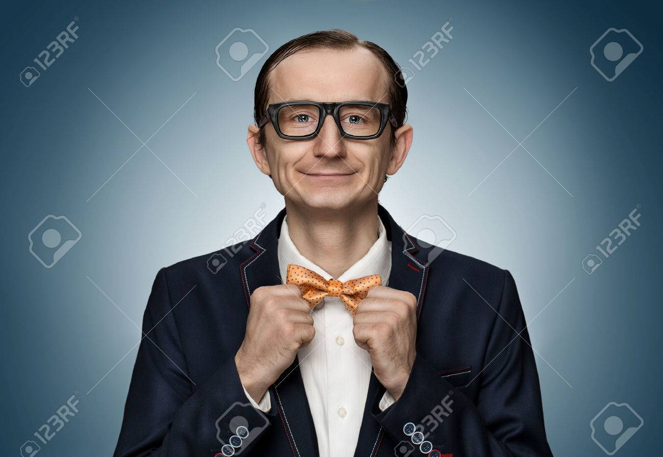 Funny retro nerd preparing for a date Standard-Bild - 40031448
