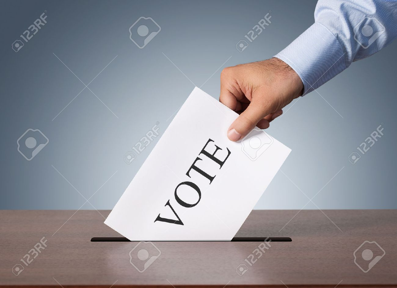 Close up of male hand putting vote into a balot box Standard-Bild - 40283746