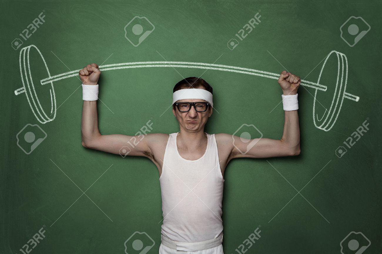 Lustige Retro sport Nerd Aufhebung Gewichte auf einer Tafel gezeichnet Standard-Bild - 47340524