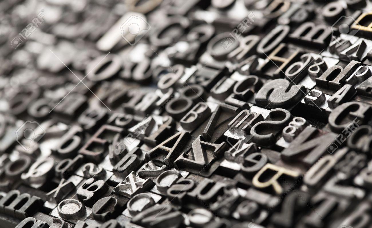 Buchdruck Hintergrund, close up von vielen alten, zufällige Metallbuchstaben mit Kopie Raum Standard-Bild - 49101246