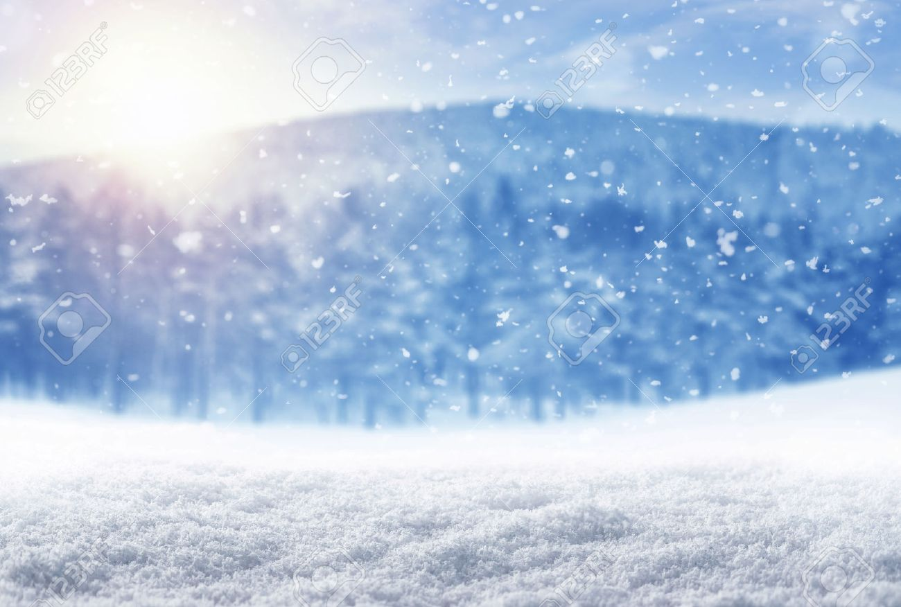 Winter background, falling snow over winter landscape with copy space Standard-Bild - 50220945