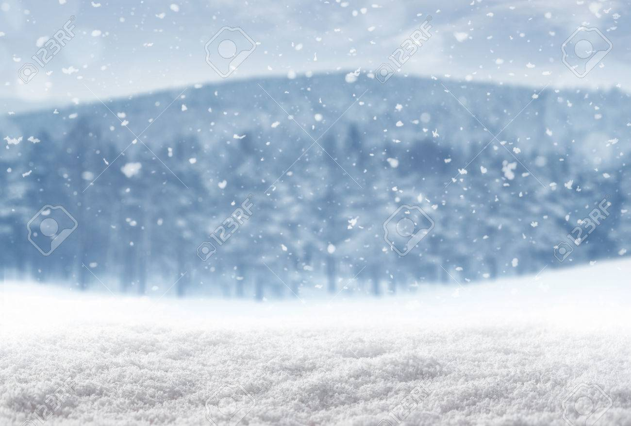 Winter background, falling snow over winter landscape with copy space Standard-Bild - 50501059