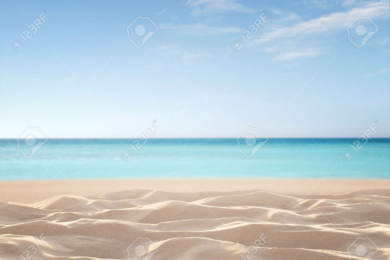 Empty, defocused tropical beach background with copy space Standard-Bild - 63299883