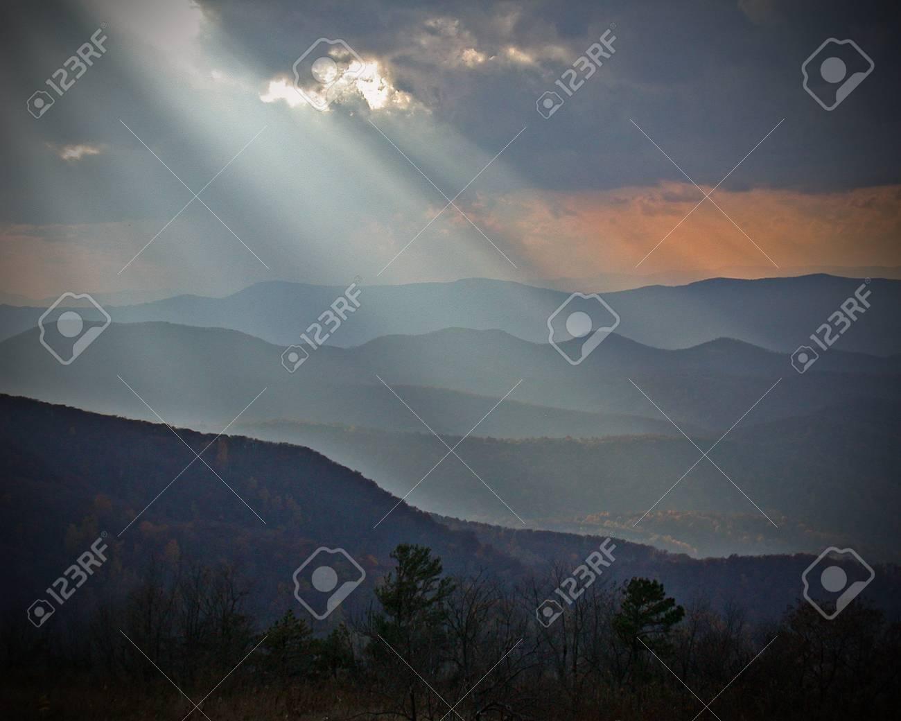 Godbeams, Shennadoah National Park Stock Photo - 13565312