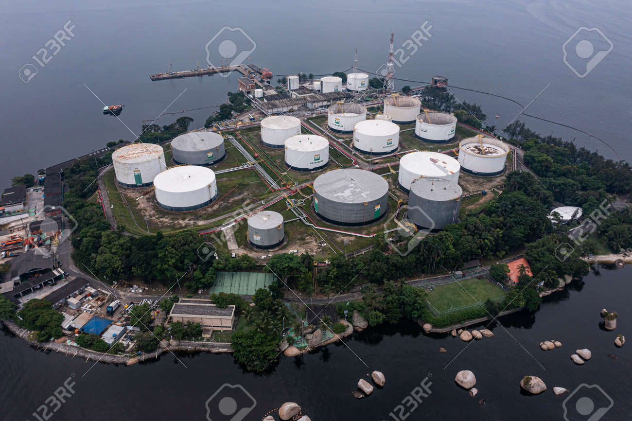 Aerial view of storage tanks at an oil refinery. Oil manufacturing products. - 171012378